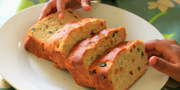 Quick and Healthy Indian and Global Food: Healthy Eggless Tutti-Fruity Bread
