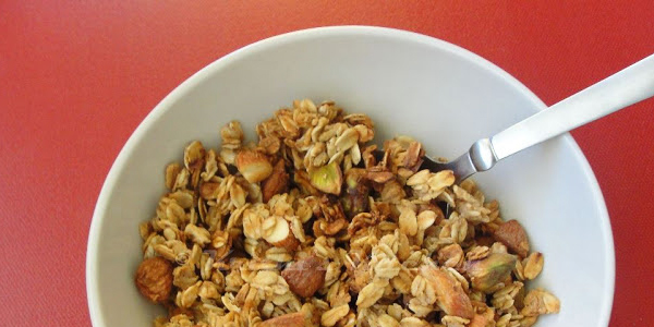 Krithi's Kitchen: Homemade Granola with Oats, Nuts and Pear Puree