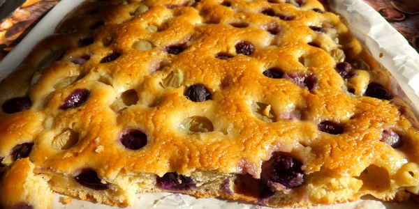 My Little Italian Kitchen: Quick Grapes Focaccia