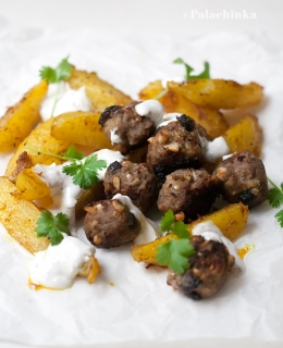 Meatballs with Raisins and Cashew Nuts