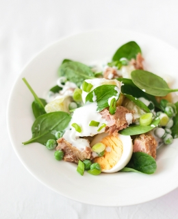 Warm potato, peas and chili tuna salad